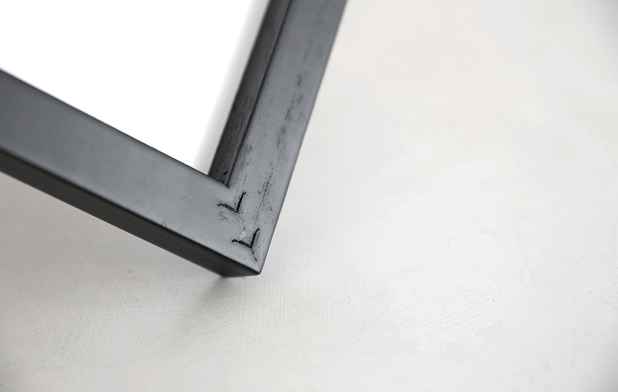 20mmの存在感ある黒フレーム。